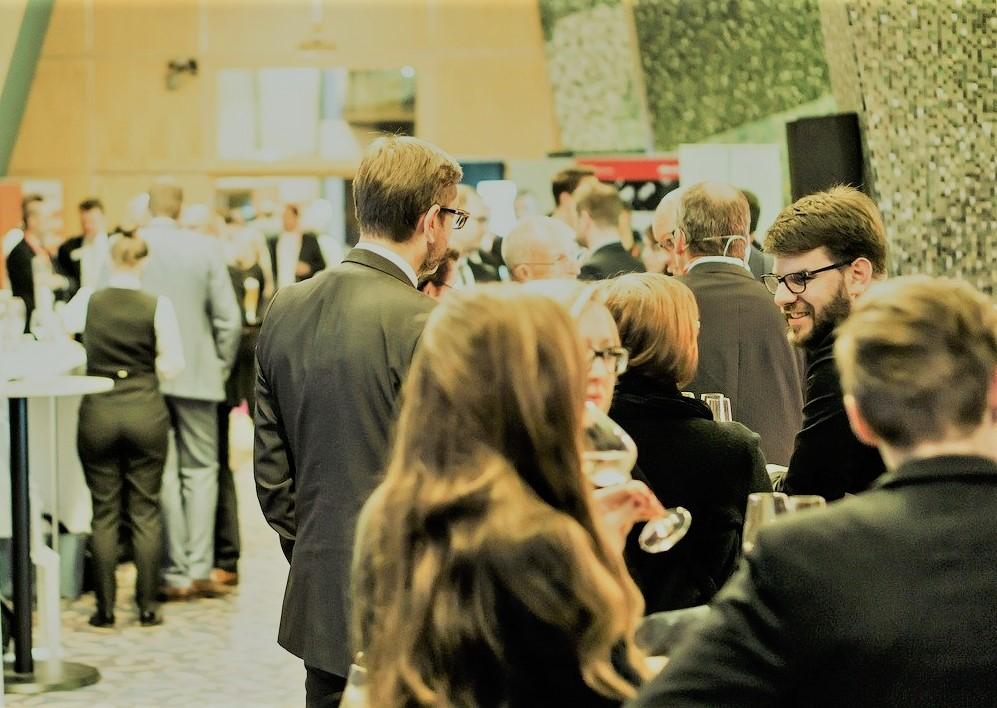 Le 22 février, la Chambre de commerce et d'industrie de Paris, sur la place des valeurs mobilières, a créé une atmosphère de fête. L'association franco-américaine et la Chambre de commerce et d'industrie de Paris organisent une réception pour le Nouvel An chinois.